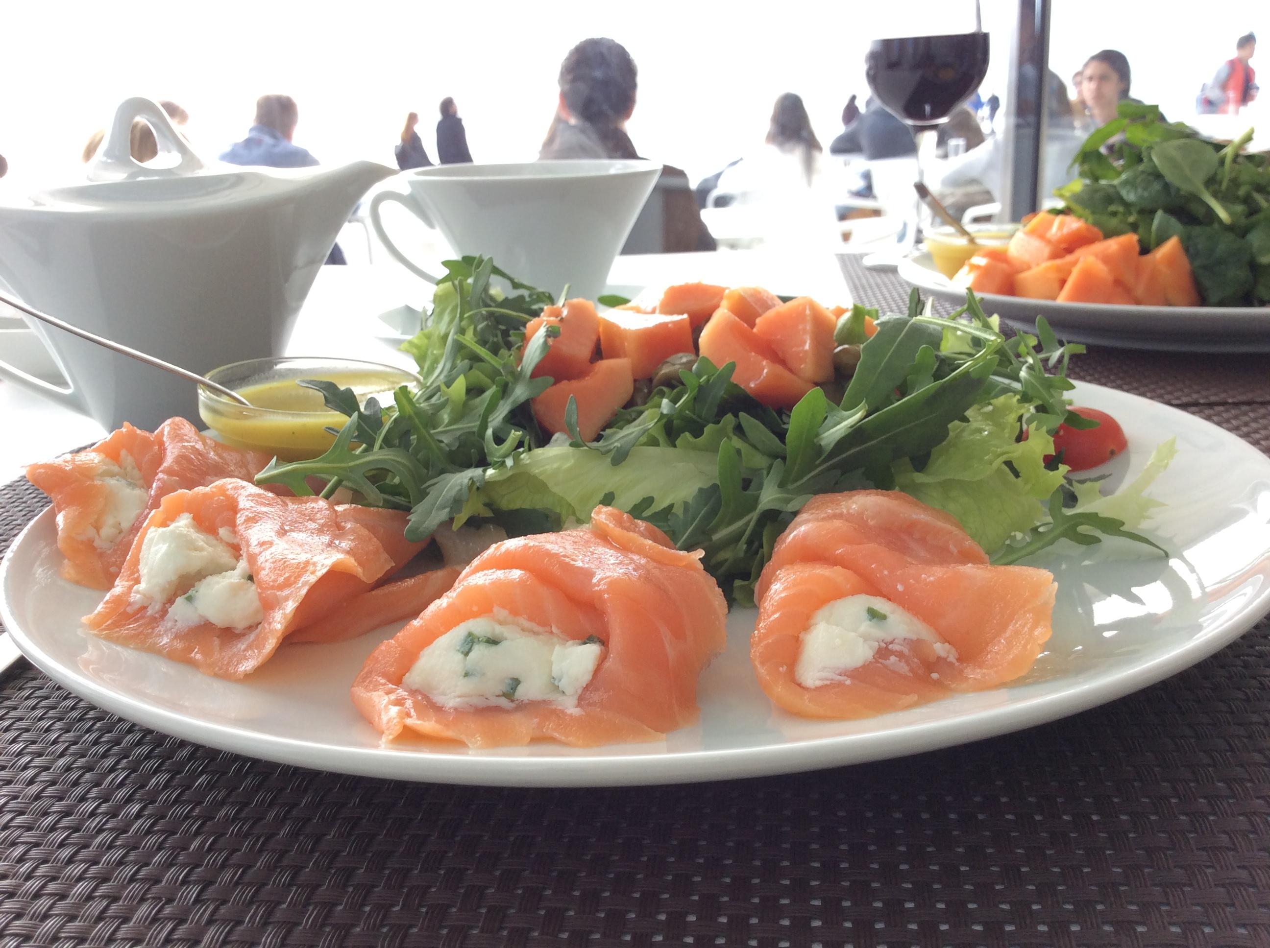 Salada de salmão fumado e ricota