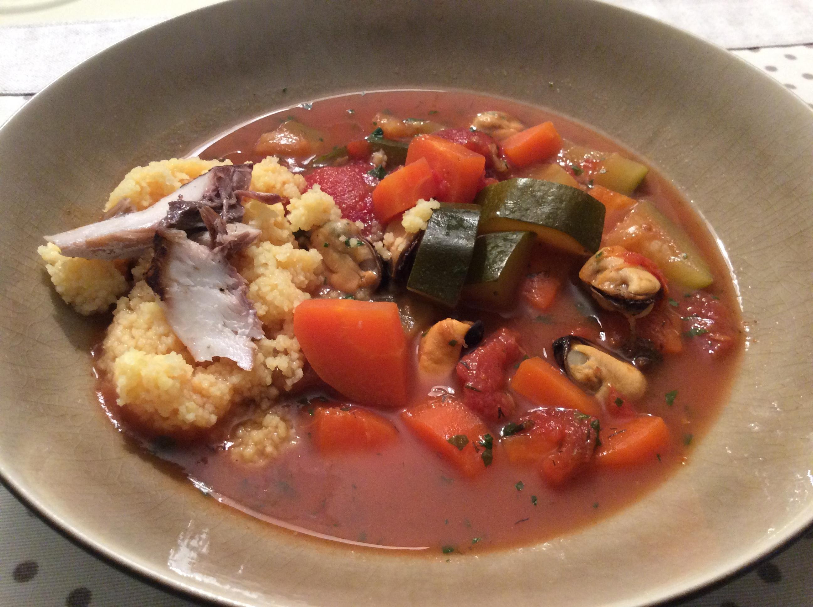 Sopa de Peixe e cuscuz (cavala e mexilhão)
