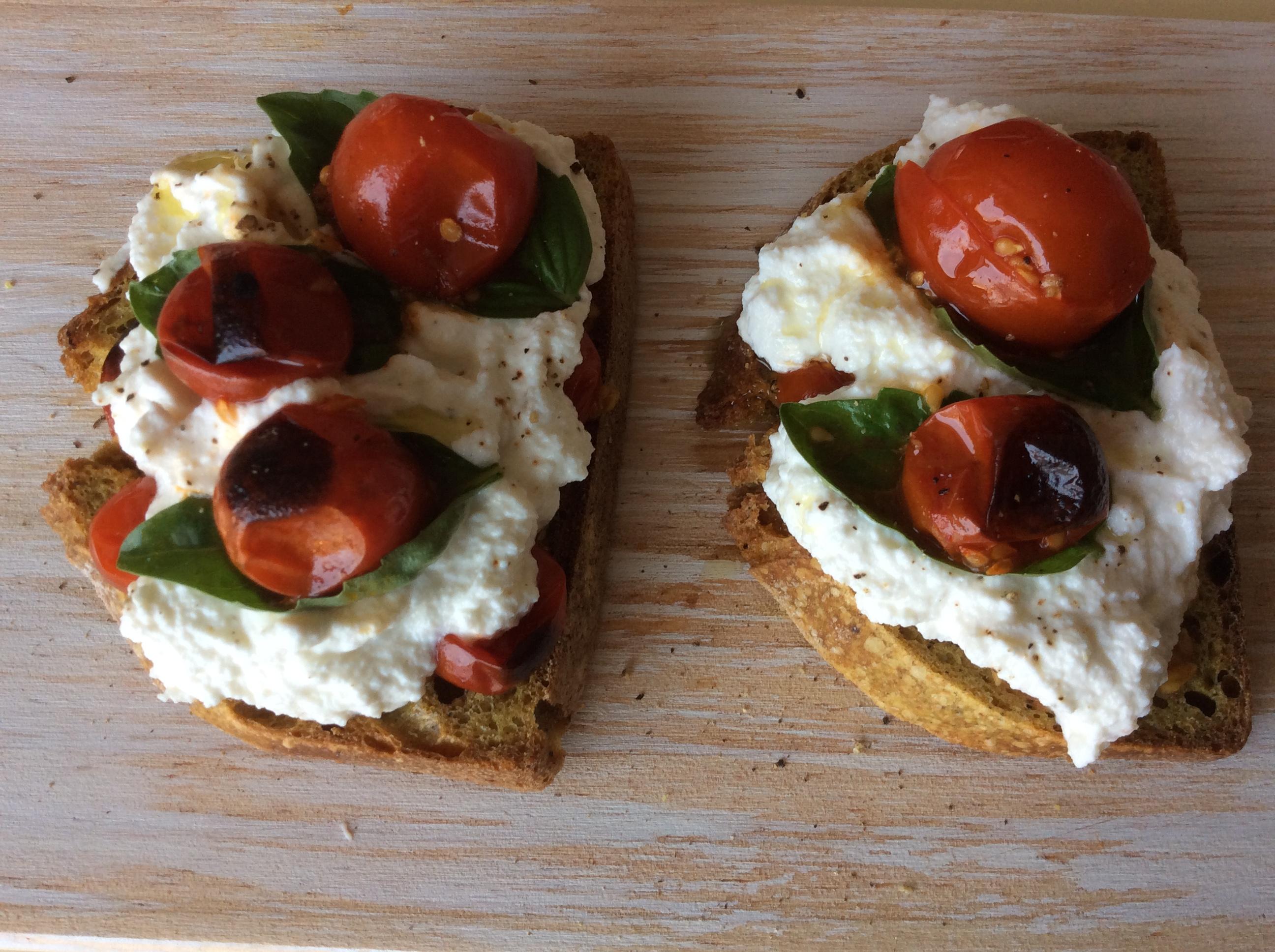 Bruschetta tomate cereja e ricota
